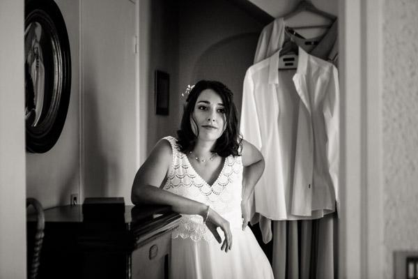 Mariage de Marion & Nicolas- Jean Coubard-Photographe-Bordeaux-Photos de la mariée qui attend son futur mari