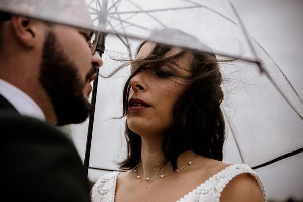 Mariage de Marion & Nicolas- Jean Coubard-Photographe-Bordeaux-Photos de couple sous la pluie