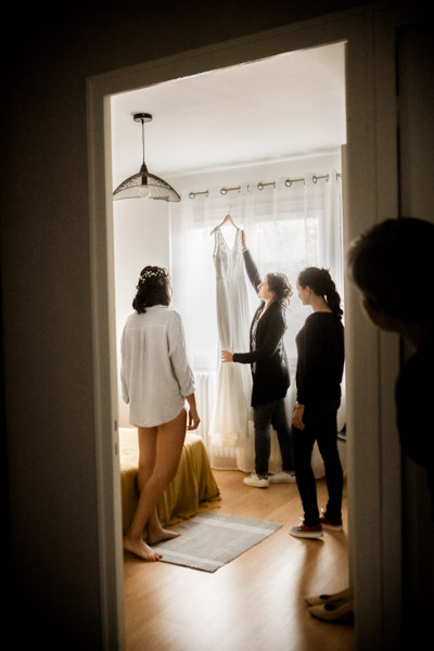 Mariage de Marion & Nicolas- Jean Coubard-Photographe-Bordeaux-Photos de la mariée qui se prépare
