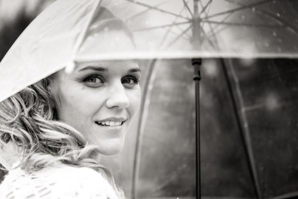 Jean Coubard-Photographe-Toulouse-Portrait de la Mariée sous son parapluie
