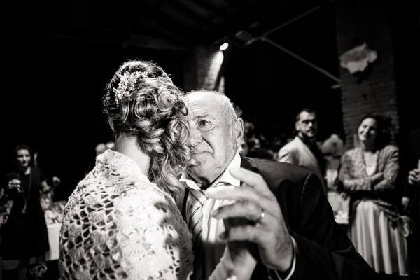 Jean Coubard-Photographe-Toulouse-danse de la mariée et son grand-père