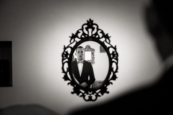 Jean Coubard-Photographe-Toulouse-reflet du marié dans un miroir