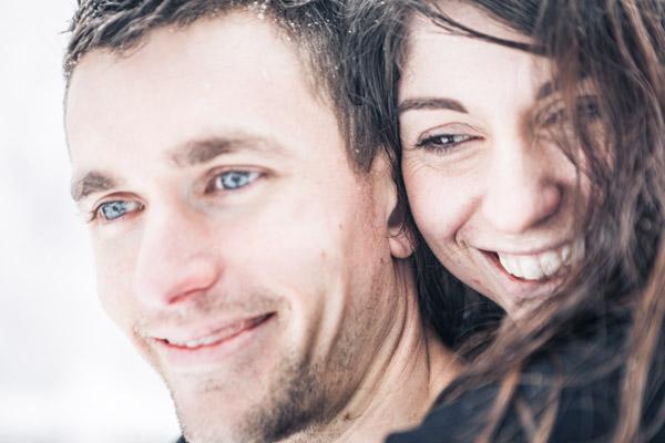 Séance Couple-Jean Coubard-Photographe-couple sous les flocons en hiver