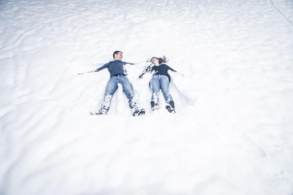 Séance Couple-Jean Coubard-Photographe-Viens on fait l'ange dans la neige