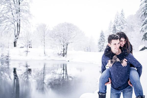 Séance Couple-Jean Coubard-Photographe- Pyrénées, Couple au bord d'un lac