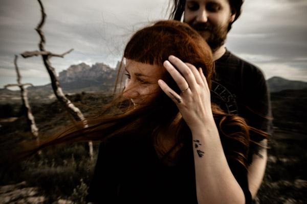 Séance Couple - Jean Coubard-Photographe- - catalunya-spain - Montserat, rire dans le vent
