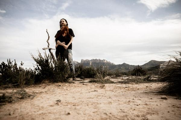 Séance Couple - Jean Coubard-Photographe- - catalunya-spain - Montserat, désert